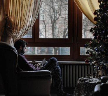 Πώς να φροντίσουμε την ψυχική μας υγεία κατά τη διάρκεια αυτών των Χριστουγέννων