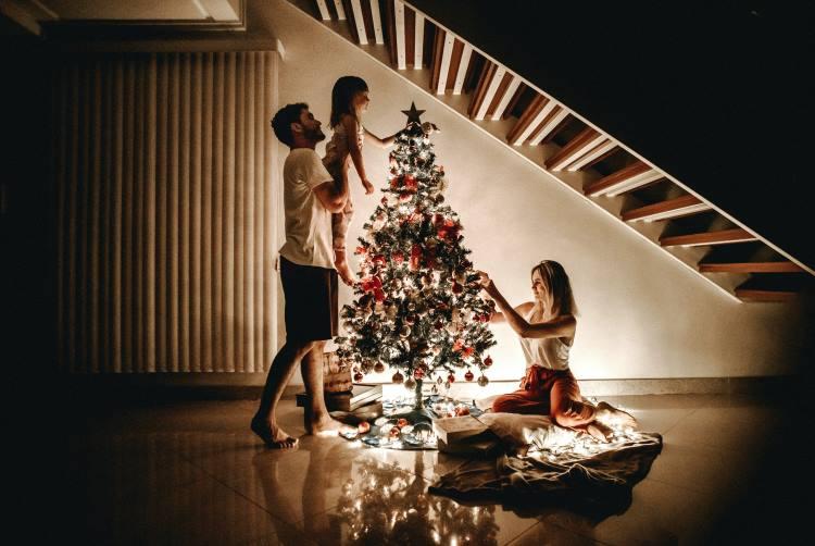 Πώς να γιορτάσουμε τα Χριστούγεννα μόνοι ή με την οικογένειά μας εν μέσω πανδημίας