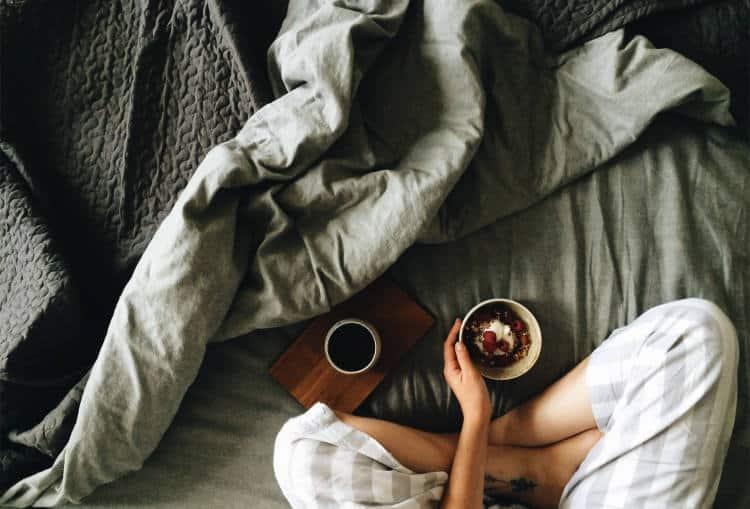 7 ανθυγιεινές πρωινές συνήθειες που επηρεάζουν την υπόλοιπη μέρα μας
