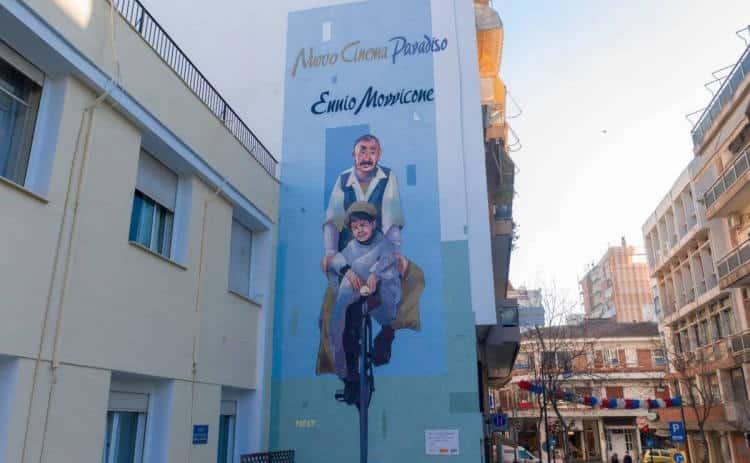 Ennio Morricone: Εντυπωσιάζει η επιβλητική δημόσια τοιχογραφία στη Λάρισα προς τιμήν του