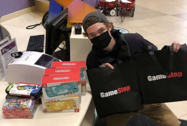 20χρονος επενδυτής της GameStop κέρδισε 30.000 δολάρια και δώρισε βιντεοπαιχνίδια σε παιδικό νοσοκομείο