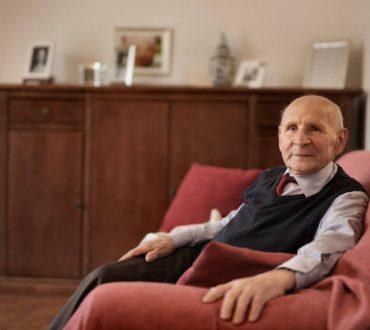 9 προειδοποιητικά στοιχεία που δείχνουν ότι ο ηλικιωμένος γονιός μας δεν πρέπει να μένει μόνος