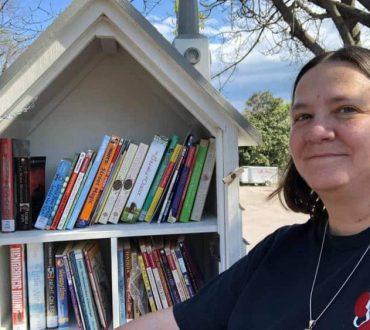 ΗΠΑ: Γυναίκα έχει βάλει στόχο να χαρίσει 1 εκατομμύριο βιβλία στην πόλη της
