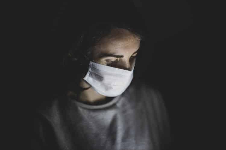 Μ. Βρετανία: Σε εκούσια έκθεση υγιών εθελοντών στον κορονοϊό προχωρούν οι επιστήμονες