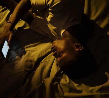 """""""Εκδικητική αναβλητικότητα ύπνου"""": Τι είναι, γιατί συμβαίνει και πώς επηρεάζει την υγεία μας"""