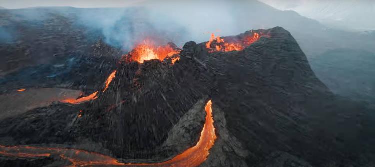 Εκπληκτική πτήση drone πάνω από ενεργό ηφαίστειο στην Ισλανδία (Βίντεο)