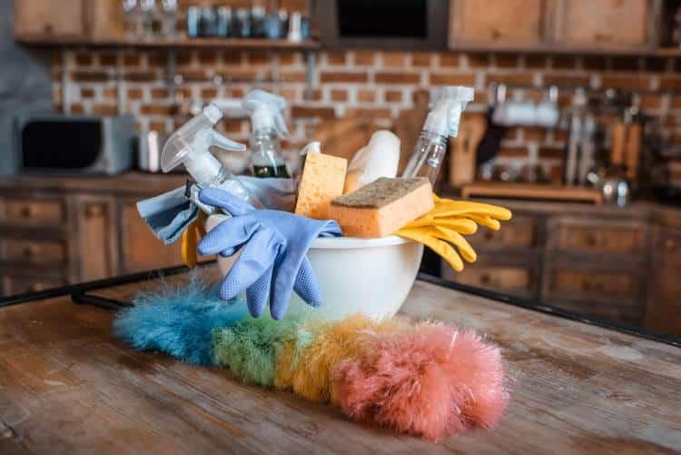 6 επικίνδυνα λάθη που κάνουμε όταν καθαρίζουμε το σπίτι μας