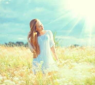 10 φυσικές θεραπείες για να έχουμε απαλότερα μαλλιά