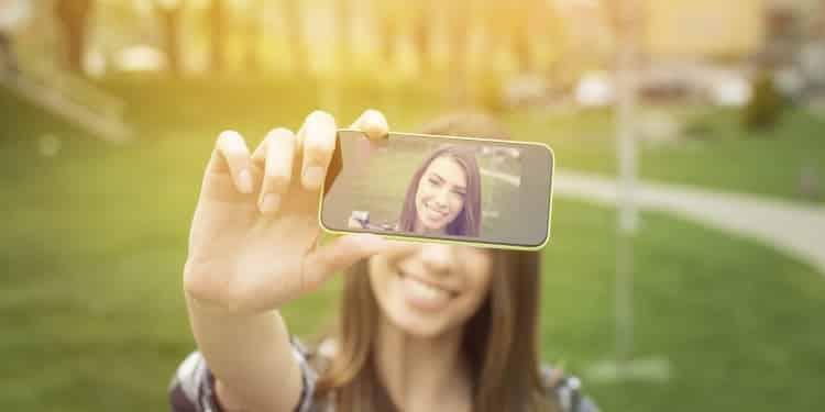 Γιατί δεν μας αρέσει ο εαυτός μας στις φωτογραφίες;