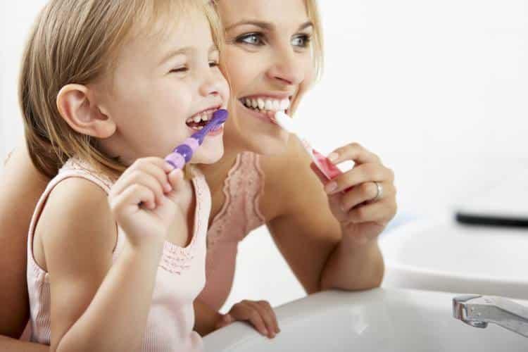 Υγιή δόντια: 8 συμβουλές για όλη την οικογένεια