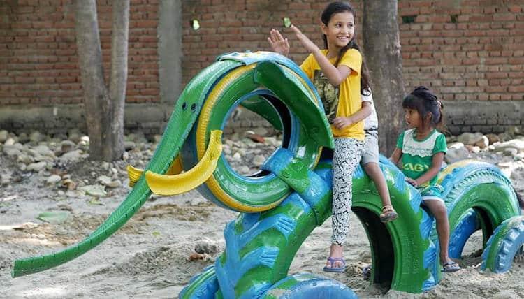 Ινδία: Γυναίκα αρχιτέκτονας μετατρέπει παλιά λάστιχα σε όμορφες παιδικές χαρές