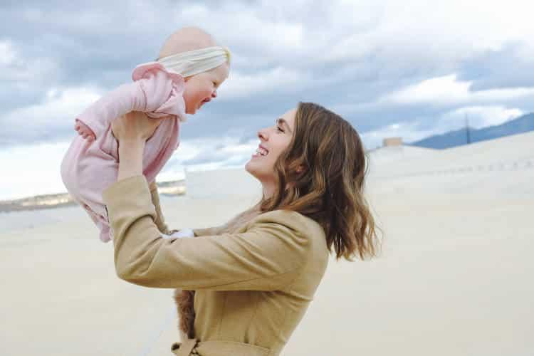 Μητρότητα και ύπνος: Πώς ο ερχομός του μωρού επαναπρογραμματίζει τον εγκέφαλο