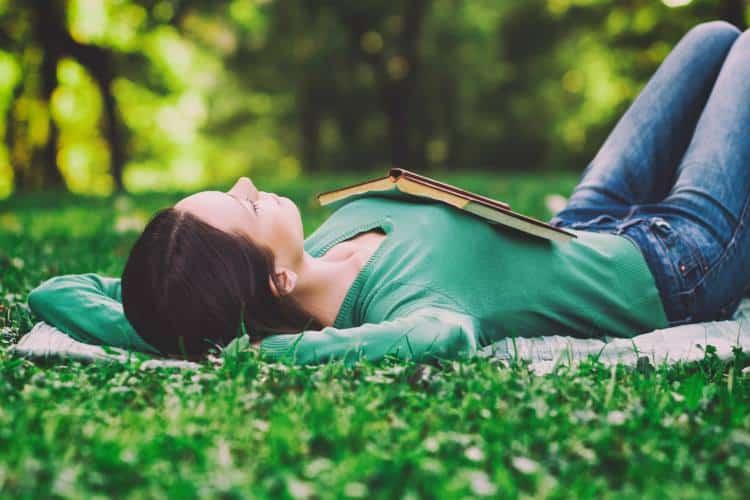 Μπορεί η «τεμπελιά» να είναι παραγωγική;: 4 τρόποι με τους οποίους βελτιώνει τη ζωή μας