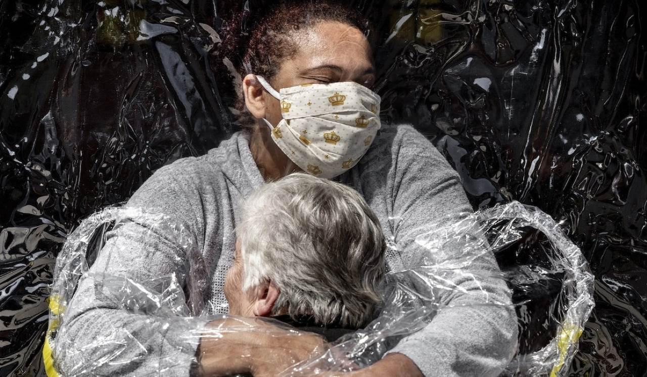 «Η πρώτη αγκαλιά» κέρδισε το πρώτο βραβείο του World Press Photo γεμίζοντας τις καρδιές μας ελπίδα