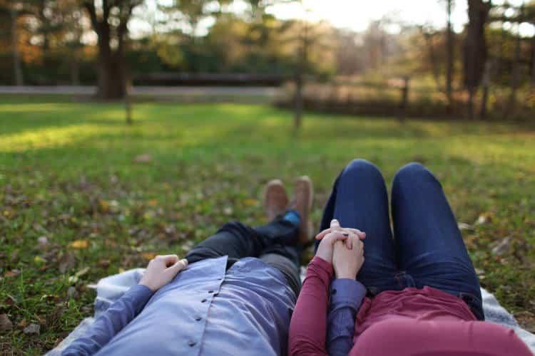 Πώς να αναγνωρίσουμε και να αποδυναμώσουμε τη ψυχολογική χειραγώγηση (gaslighting) στις σχέσεις