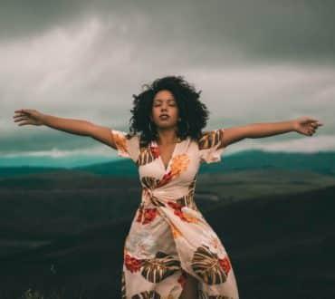 Πώς να απελευθερωθούμε από το «παιχνίδι» της σύγκρισης με τους άλλους και να εστιάσουμε ξανά σε εμάς