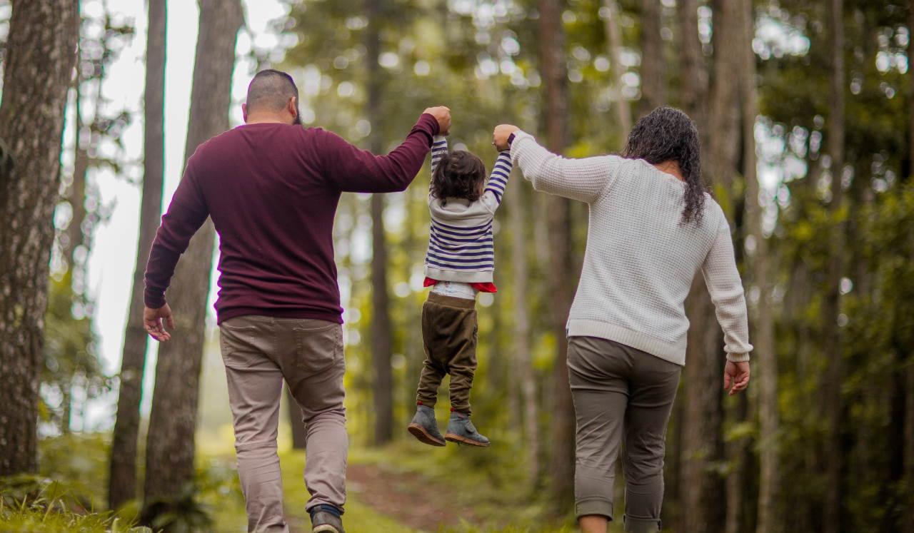 Πώς να μιλήσουμε στα παιδιά για το διαζύγιο - Ειδικοί εξηγούν