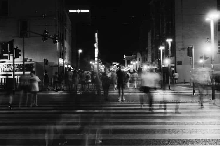Συλλογικό τραύμα: Πώς αλλάζει τον τρόπο που βλέπουμε τα πράγματα