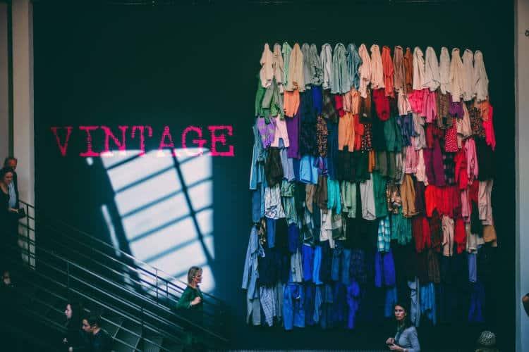 Η Σιγκαπούρη αντιμετωπίζει τη σπατάλη και την επίδραση της «γρήγορης μόδας» με ρούχα από δεύτερο χέρι