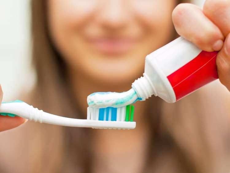 Ποια συστατικά περιέχουν οι οδοντόκρεμες και πόσο... ακίνδυνα είναι