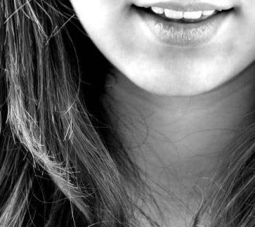 H θεραπευτική δύναμη του γέλιου στο πένθος και στο θάνατο