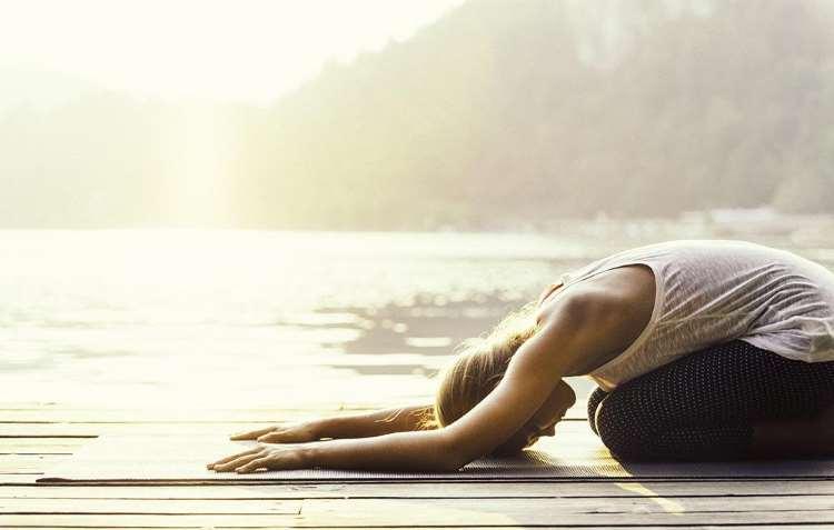 3 τρόποι με τους οποίους η yoga ενισχύει τη δημιουργικότητά σας