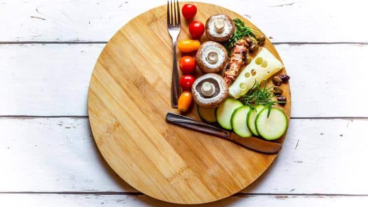 Οι ώρες που τρώμε είναι το ίδιο σημαντικές με το τι τρώμε