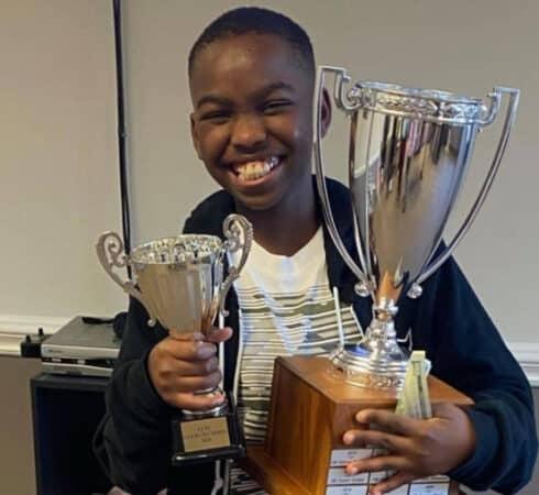 ΗΠΑ: Άστεγο αγόρι από τη Νιγηρία έγινε πρωταθλητής στο σκάκι και είναι μόλις 10 ετών