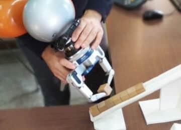 ΑΠΘ: Ερευνητές κατασκευάζουν ρομπότ που μαθαίνει εύκολα από τον άνθρωπο και θα βοηθά στη βιομηχανία τροφίμων