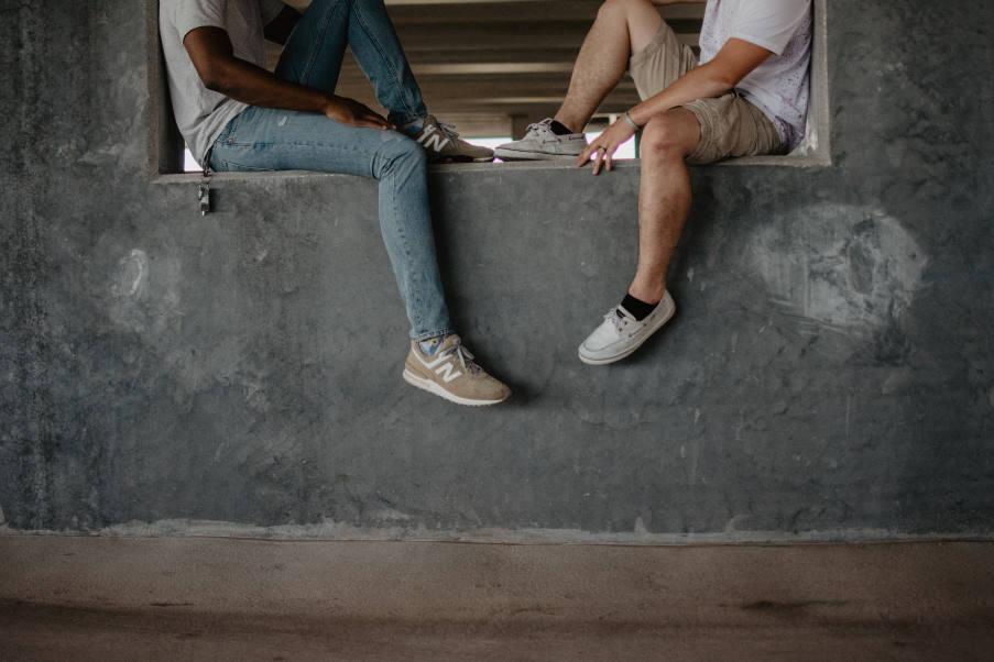 Το φαινόμενο του χαμαιλέοντα: Πώς επηρεάζει τις κοινωνικές μας αλληλεπιδράσεις