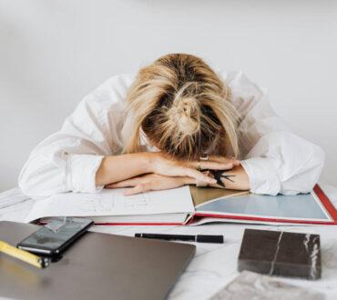 Έρευνα προειδοποιεί ότι περισσότερες από 55 ώρες εργασίας την εβδομάδα αυξάνουν τον κίνδυνο θανάτου
