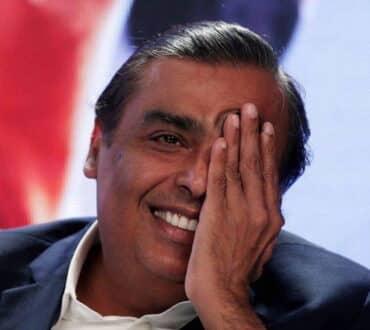 Ο πλουσιότερος άνδρας της Ινδίας παράγει στα εργοστάσιά του δωρεάν οξυγόνο για 1 στους 10 ασθενείς με Covid-19