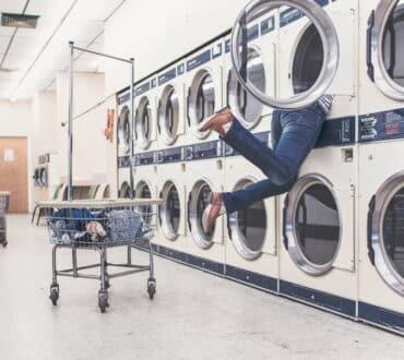 8 πράγματα που χρειάζεται να αποφεύγουμε να βάζουμε στο πλυντήριο