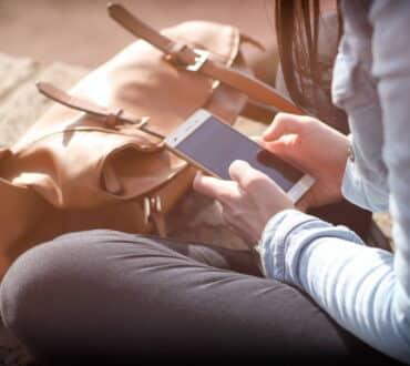 6 πράγματα που συμβαίνουν όταν εστιάζουμε μόνο στο κινητό μας τηλέφωνο