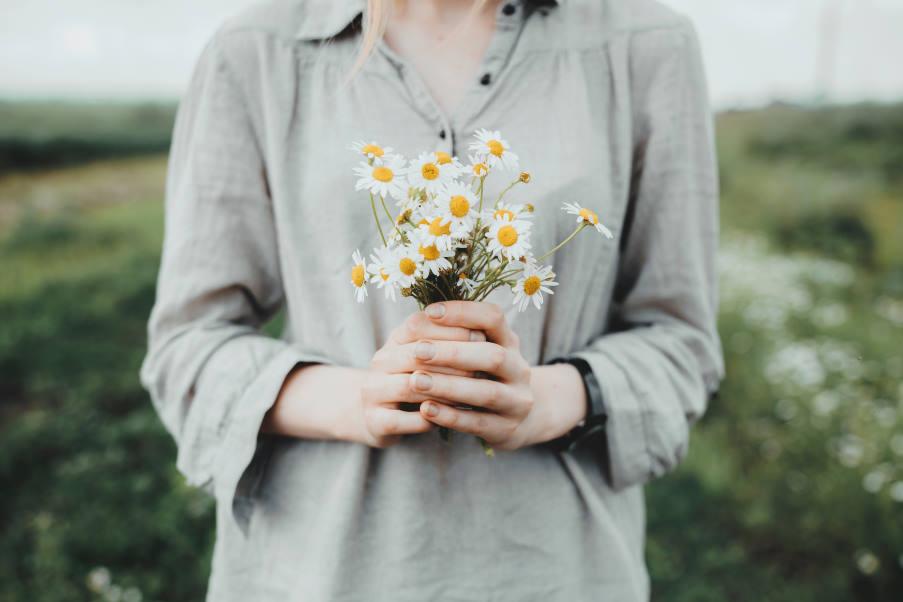 3 πρακτικές συμβουλές για να βρούμε έμπνευση στην καθημερινή ζωή, από έναν δάσκαλο διαλογισμού
