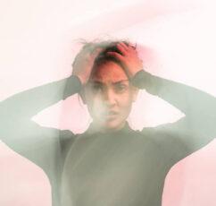 «Δεν είμαι αρκετός/ή»: 6 μοτίβα σκέψης που αυξάνουν τα επίπεδα του άγχους