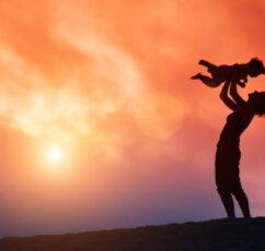 """Το """"φαινόμενο της προσκόλλησης"""": Η ανάγκη για ασφάλεια εγκαθιστάται στον εγκέφαλό μας όταν γεννιόμαστε"""