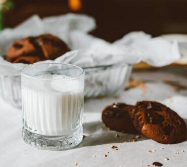 Το φυτικό γάλα δεν είναι πάντα πιο υγιεινό από το ζωικό. Τι χρειάζεται να προσέξουμε