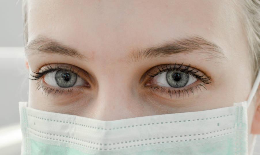 Γιατί οι μάσκες προστασίας προκαλούν ξηροφθαλμία – Πώς να ανακουφιστούμε