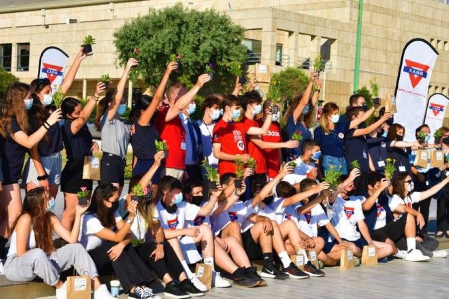 «Έχεις τη φύση στο χέρι σου»: Πάνω από 25.000 φυτά μοιράστηκαν σε σχολεία και νοσοκομεία της Θεσσαλονίκης