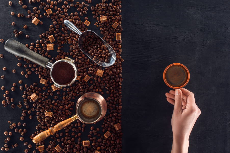 Τι συμβαίνει στο σώμα μας όταν πίνουμε καθημερινά καφέ, σύμφωνα με την επιστήμη