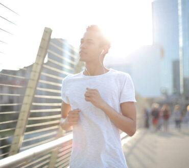 12 στοιχεία της καθημερινότητάς σας που χρειάζεται να ξεφορτωθείτε για να διώξετε την αρνητικότητα