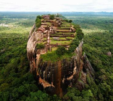 Εγκαταλελειμμένα νησιά και ερειπωμένα παρεκκλήσια: 10 κατασκευές που κατέλαβε η φύση