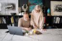 Κρίση μέσης ηλικίας: Ένα πολιτισμικό κατασκεύασμα που επιδρά στην ψυχική μας υγεία
