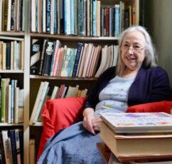 Μια νέα αρχή μετά τα 60: «Παραιτήθηκα και άνοιξα το βιβλιοπωλείο που πάντα ονειρευόμουν»