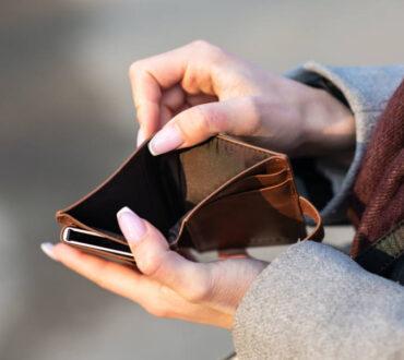 Οικονομική κακοποίηση: Η αόρατη μορφή της διαπροσωπικής βίας