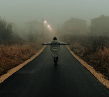 J.R.R. Tolkien: «Χωρίς πίστη είναι αυτός που λέει αντίο όταν ο δρόμος γίνεται σκοτεινός»