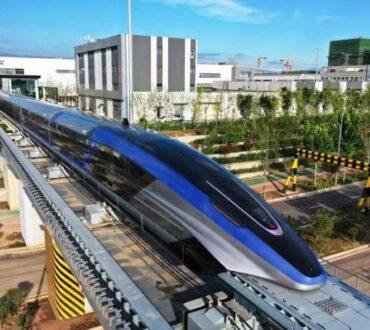 Η Κίνα παρουσίασε το ταχύτερο τρένο του κόσμου που ταξιδεύει με 600 χιλιόμετρα την ώρα