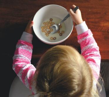 Πόσο επιβλαβή είναι τα τεχνητά πρόσθετα τροφίμων για την υγεία μας – Γιατί χρησιμοποιούνται