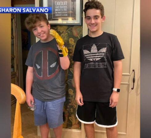 ΗΠΑ: 14χρονος μαθητής κατασκεύασε προσθετικό χέρι από 3D εκτυπωτή για το φίλο του